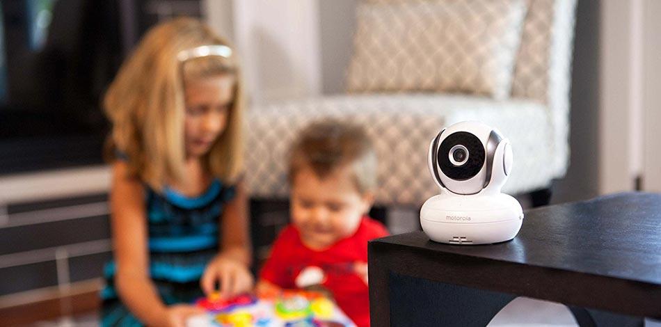 Motorola Babyphone Kamera auf einem Tisch